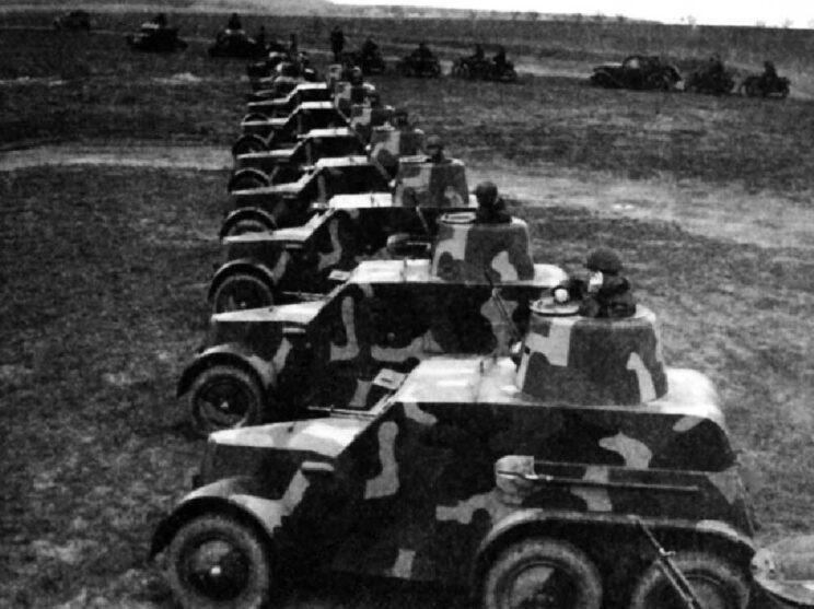 Obrněný automobil vz. 30 wszedł do służby w 1933 r. i był przeciętnym przedstawicielem swojej klasy, którego wartość bojową osłabiało uzbrojenie go w ręczny karabin maszynowy.
