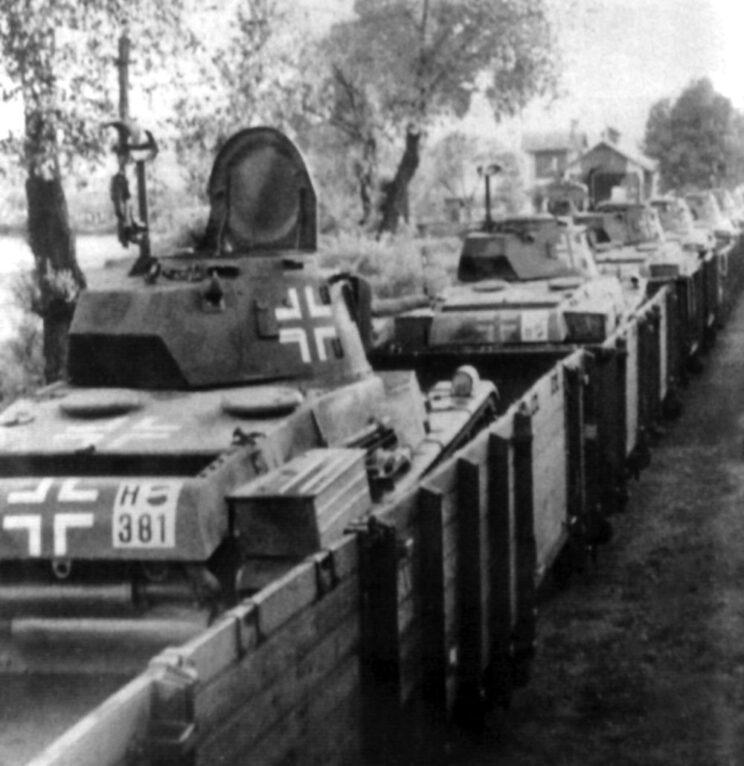 transport kolejowy czołgów Toldi w drodze przez Karpaty na front wschodni.