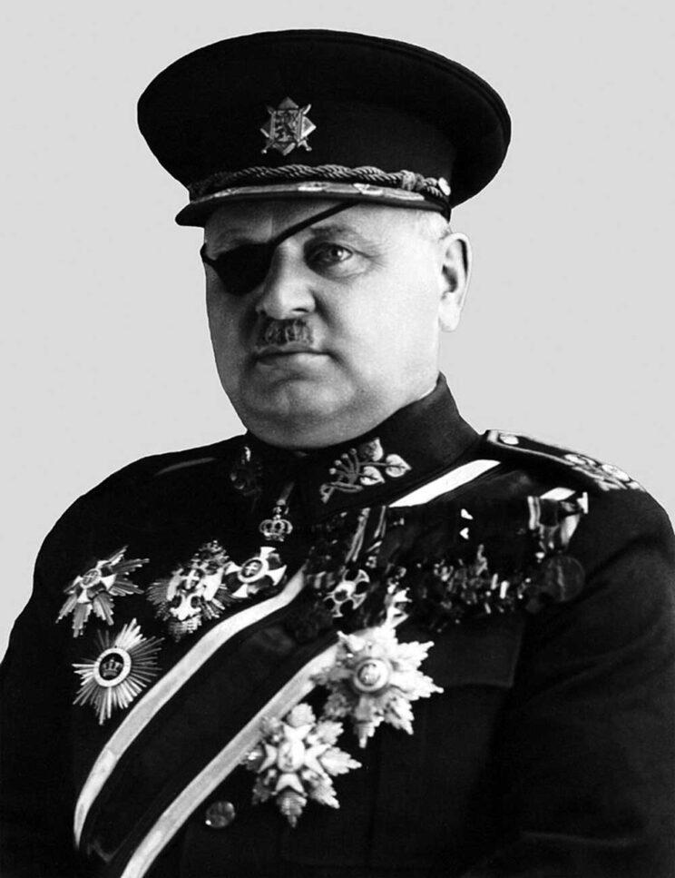 """w 1925 r. naczele Armii Czechosłowackiej stanął generał Jan Syrový, który do końca Czechosłowacji odgrywał bardzo istotną rolę. W dobie kryzysu monachijskiego został – jako """"silny człowiek"""" – premierem państwa, a po rezygnacji prezydenta Beneša pełnił funkcję prezydenta republiki."""