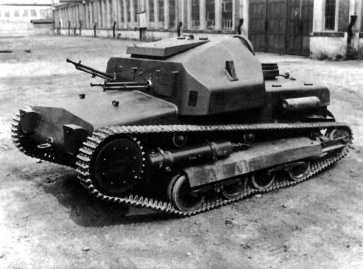 """Škoda MU-4 była nieudaną próbą opracowania przez """"Škodovkę"""" gąsienicowego pojazdu bojowego dla Armii CSR. Miała przestronny przedział bojowy, więc w kolejnych latach powstawały dalsze prototypy wozów wyposażonych w uzbrojenie artyleryjskie."""