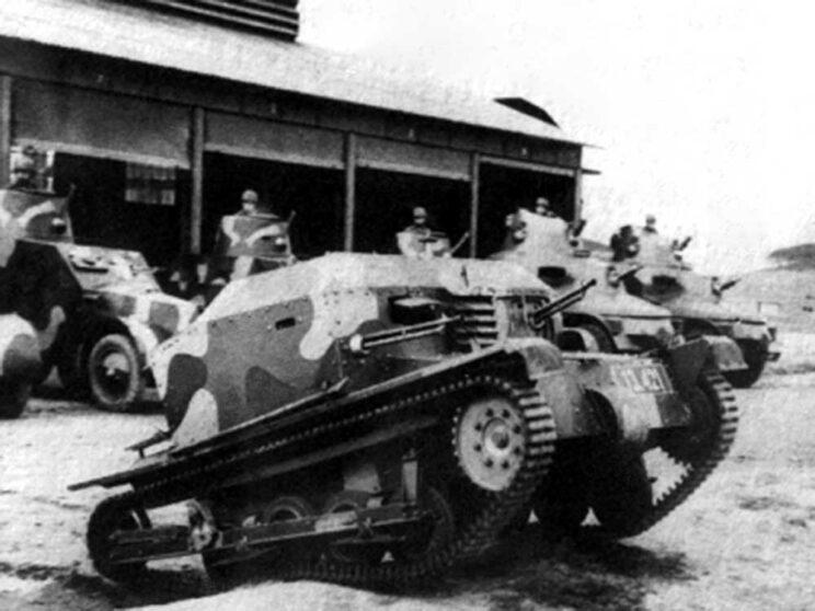 Pierwszym gąsienicowym wozem bojowym produkowanym w CSR był Tančik vz.33, który nie wyróżniał się niczym szczególnym spośród innych tankietek. Wyprodukowano zaledwie 70 sztuk tych pojazdów.