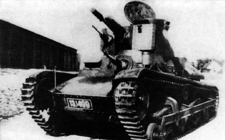 LT-34, czyli czołg lekki wz. 34. Opancerzony i uzbrojony podobnie do Vickersa E, miał jednak słaby silnik i dużo gorsze własności terenowe. Początkowo miał być niczym więcej, niż tankietką z uzbrojeniem zamontowanym w wieży.