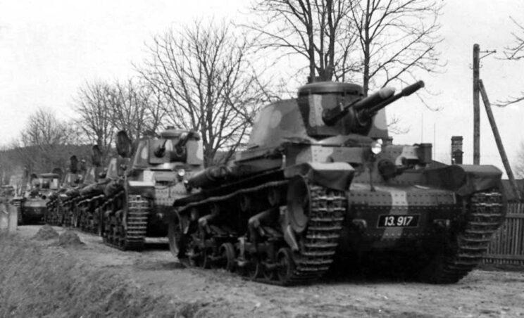 Najliczniej produkowanym czołgiem CSR był LT-35. Wyprodukowano 298 wozów tego typu dla Armii Czechosłowackiej i 126 dla Rumunii (a później jeszcze 10 wozów dla Bułgarów). Warto zwrócić uwagę na spadek potankietce: w wieży znajdowało się stanowisko tylko jednego żołnierza.