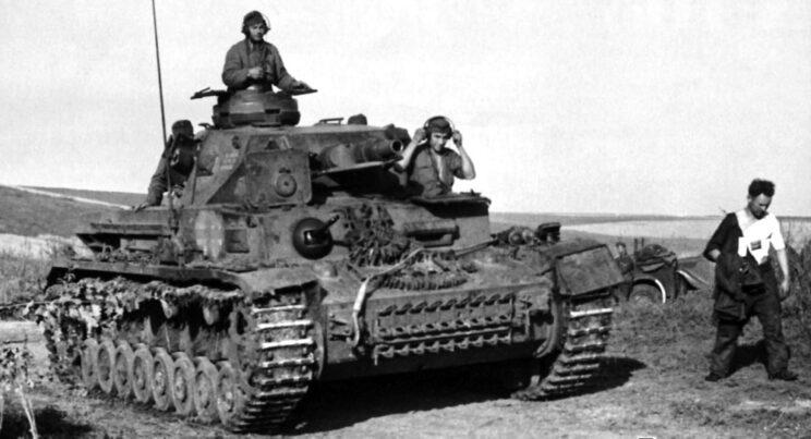 Węgierskie PzKpfw IV Ausf. F1 (wersję tę wyróżniała krótkolufowa armata 75 mm) zmierzają nad Don; lato 1942 r.