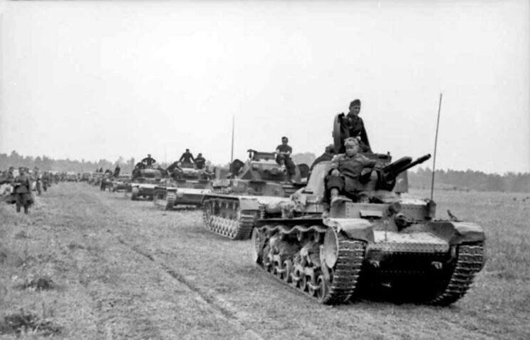 """Wehrmacht dodał do pomocy dowódcy celowniczego, co sprawiło, że czołg stał się bardzo ciasny. W służbie niemieckiej czołg LT-35 określano początkowo jako """"Leichte Tank Muster 35"""", czyli """"lekki czołg wzór 35""""."""