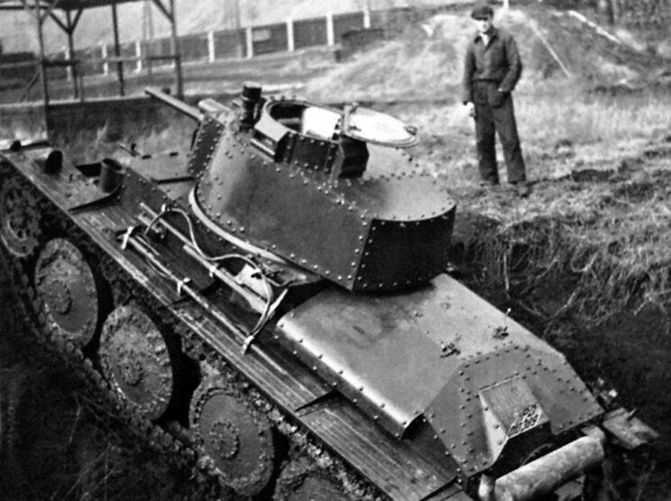 LT-38 – połączenie kadłuba LT-34, uzbrojenia LT-35, podwozia AH-IV i doskonałego silnika THNPS – nie zdążył już wejść do uzbrojenia Armii Czechosłowackiej.