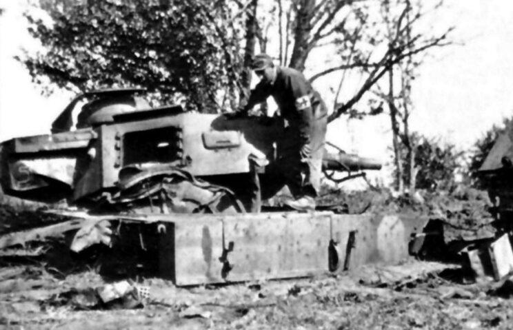 Całkowicie zniszczony czołg PzKpfw IV Ausf. F1 kaprala Raszika; Storożewoje, 1942 r.