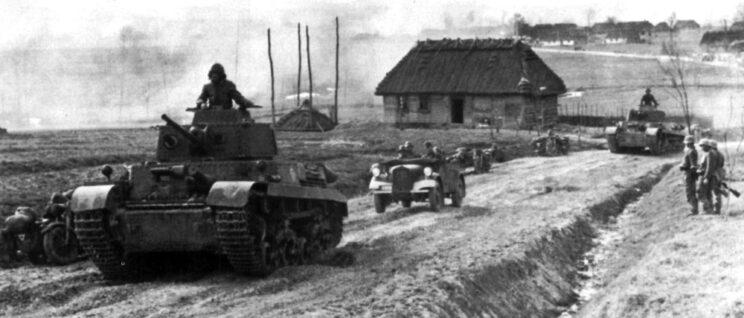 Węgierskie czołgi Turan i PzKpfw 38(t) na Ukrainie; wiosna 1943 r.
