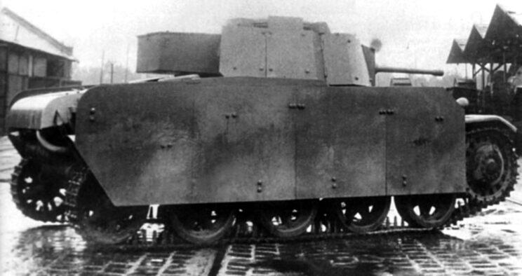 Czołg Toldi II przebudowany na wzór niemiecki, z bocznymi płytami pancernymi; 1943 r.