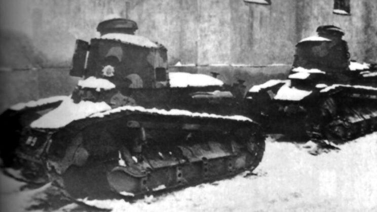 Zniszczone czołgi Fiat 3000B z jednostki policyjnej operującej na zapleczu frontu wschodniego; zima 1942/43 r.