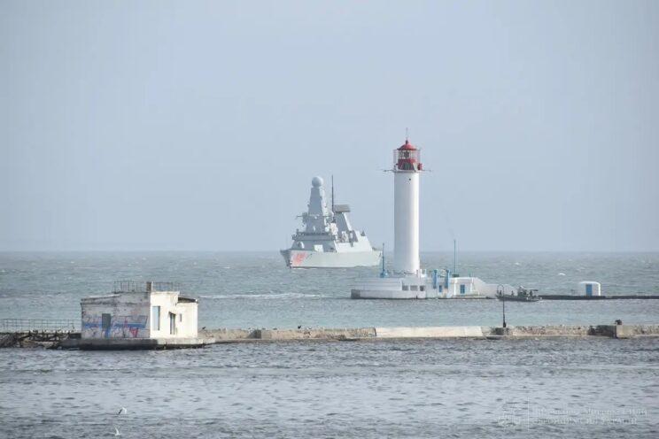 Brytyjski niszczyciel HMS Dragon wchodzi do portu w Odessie. Fot.: Marynarka Wojenna Ukrainy.