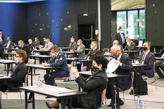 Zorganizowana przez Zarząd Targów Warszawskich S.A. konferencja lotnicza przyciągnęła grono ekspertów, polityków, przedstawicieli Sił Zbrojnych RP, atakże reprezentantów polskich izagranicznych firm przemysłu obronnego.