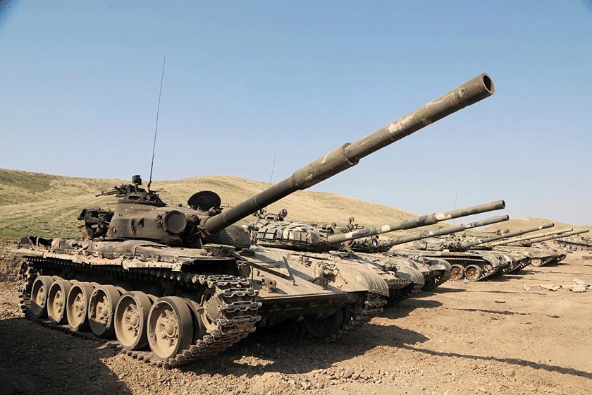 Ogromne straty wpododdziałach pancernych Arcachu wynikają głównie zlicznych przypadków porzucenia sprawnego sprzętu; Azerowie przejęli ponad 60 czołgów, uszkodzonych lub pozostawionych na pozycjach wpełnej sprawności.