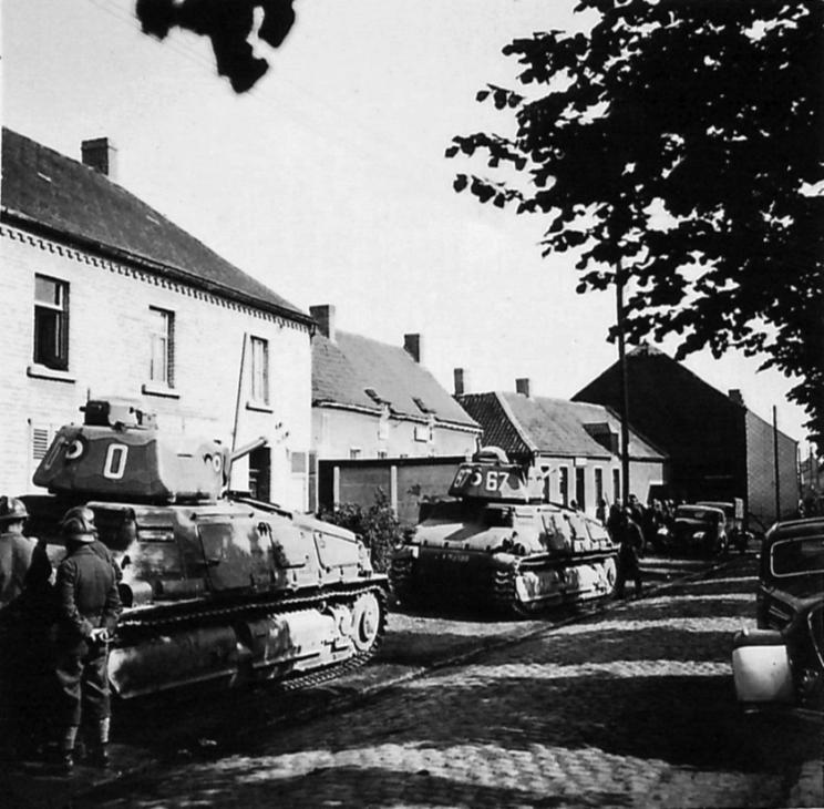 …Początkowo zamówiono tylko 50 SOMUA S35, a następnie dodatkowych 300 i wreszcie w 1940 r. 150 następnych, przy czym ostatnie 50 z 500 zamówionych czołgów miało powstać w zmodernizowanym wariancie SOMUA S40.