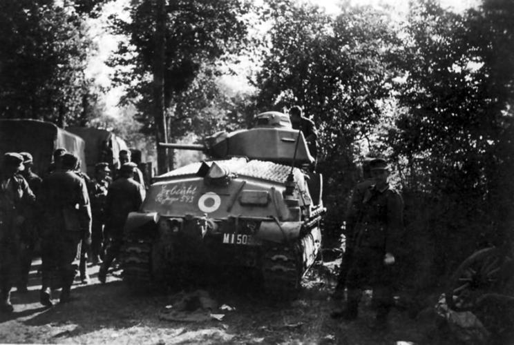 Zamknięcie w okrążeniu pod Dunkierką większości francuskich formacji pancerno-zmechanizowanych spowodowało, że wiele czołgów faktycznie porzucono...