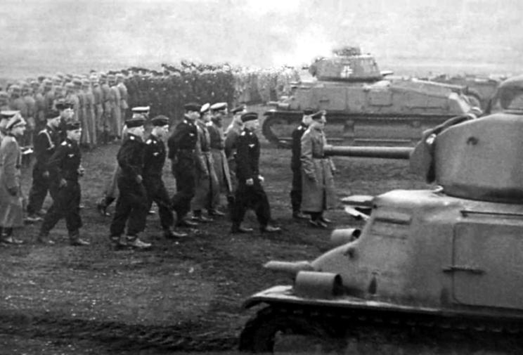 Niemcy wcielili do służby około 200 czołgów SOMUA S35. Bojowo używano ich tylko w Finlandii, w Panzer-Abteilung 211, walczącym w rejonie Sala, poza tym wykorzystywano je do szkolenia we Francji, do obrony w Norwegii i na Krecie, a także do walk z partyzantami, głównie w Jugosławii.