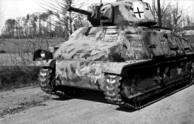 Początkowo SOMUA S35 w służbie niemieckiej oznaczone Panzerkampfwagen 35-S 739(f), pomalowano na kolor ciemnoszary. Dopiero w późniejszym okresie pokryto je typowym dla Wehrmachtu kamuflażem.