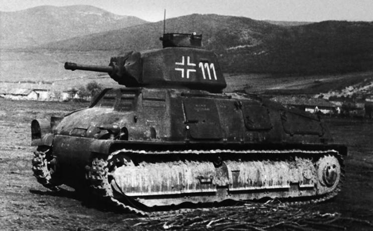 I Batalion 202. Pułku Pancernego sformowanego we Francji, został we wrześniu 1941 r. wysłany do Jugosławii, gdzie był używany do walk z partyzantami. W tym czasie był on uzbrojony m.in. w SOMUA S35.