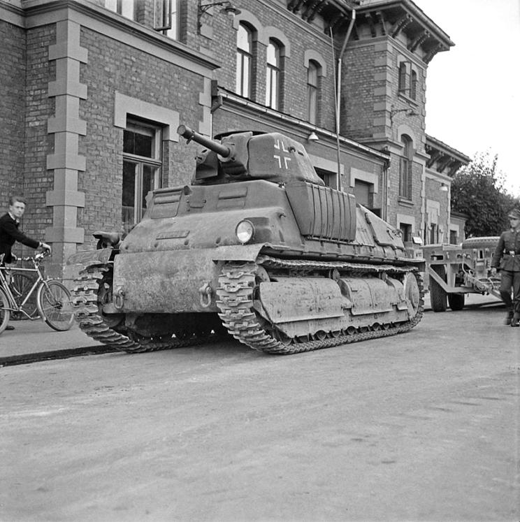 SOMUA S35 po raz ostatni zostały użyte bojowo przez Niemców w składzie Panzer-Abteilung 205 i 206, w czasie walk w Normandii latem 1944 r. Oba te bataliony miały po 10 SOMUA S35, obok pojazdów innego typu.