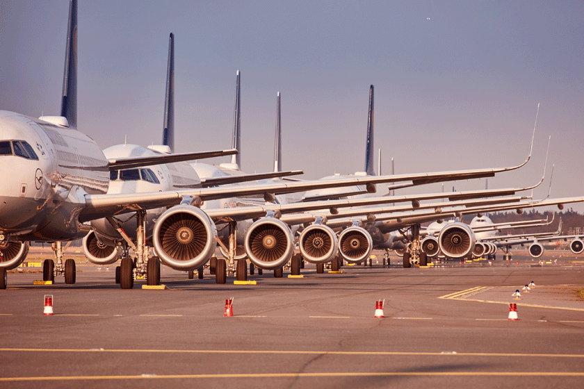 Lufthansa we wrześniu 2020 r. posiadała 286 samolotów, z tego 156 było zaparkowanych.  Na zdjęciu uziemiona flota tego przewoźnika na lotnisku we Frankfurcie.
