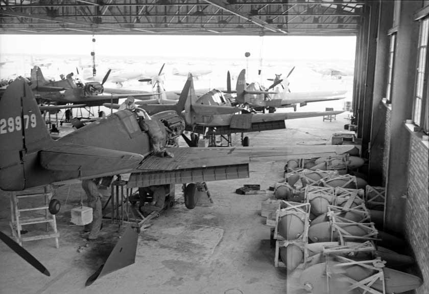 Amerykańska montownia samolotów myśliwskich P-40 w Iranie.