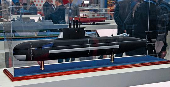 Model małego okrętu podwodnego projektu P-750B pokazany premierowo wtrakcie salonu IMDS wSankt Petersburgu w2019r. Sylwetka Sierwała zrywa zpierwszymi małymi Piranjami inawiązuje do typowych jednostek tej klasy.