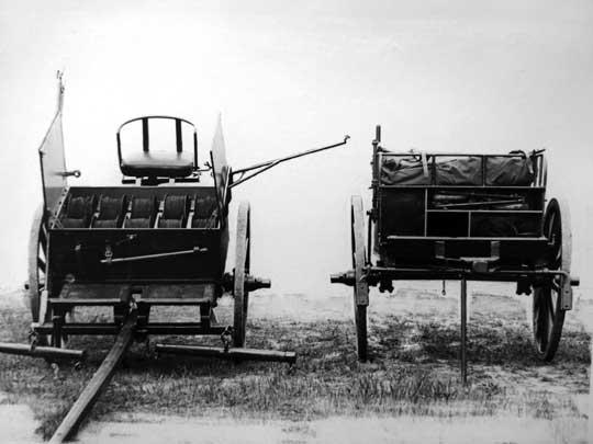 Przednie półwozie jednego z pierwszych dwuczłonowych wozów łączności pozwalało na transport 10 bębnów kablowych oraz zwijanie i rozwijanie linii za pomocą specjalnych pałąków.