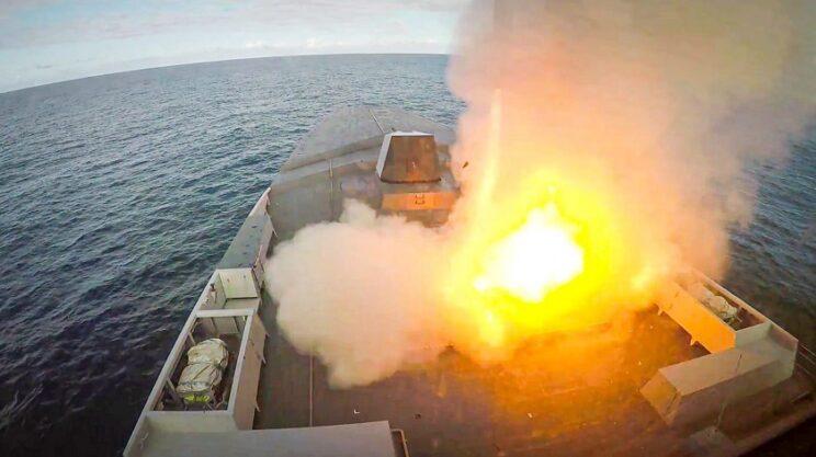 Wystrzelenie pocisku MdCN z fregaty Breatngne. Fot. Marine nationale