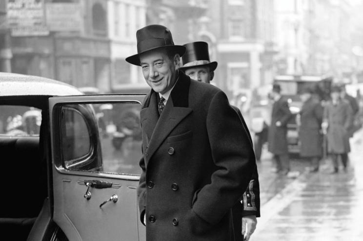 Józef Beck przez lata dążył do porozumienia z Londynem, który zgodził się na nie dopiero w marcu-kwietniu 1939 r., gdy było widać, że Berlin nieodwołalnie zmierza do wojny. Sojusz z Polską miał w intencjach polityków angielskich powstrzymać Hitlera. Na zdjęciu: wizyta Becka w Londynie, 4 kwietnia 1939 r.