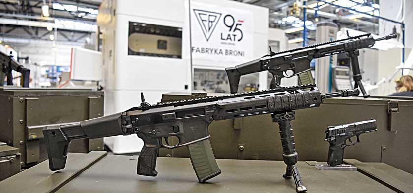 5,56 mm karabinek automatyczny GROT wwersji C16 FB-A2 najłatwiej odróżnić od A1 po dłuższym łożu zakrywającym regulator gazowy, nowym chwycie pistoletowym izmienionych okładkach rączki przeładowania.