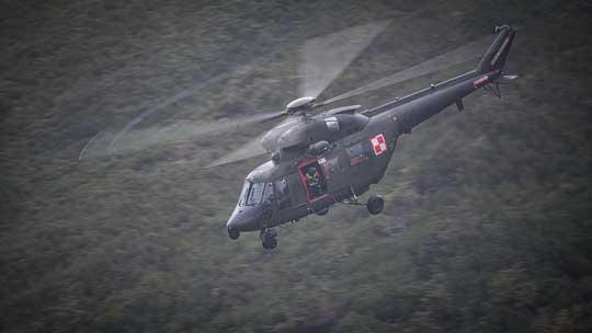 Operacje lotnicze z ratownikami Grupy Karkonoskiej GOPR obejmowały transport ratowników ipodejmowanie poszkodowanych...