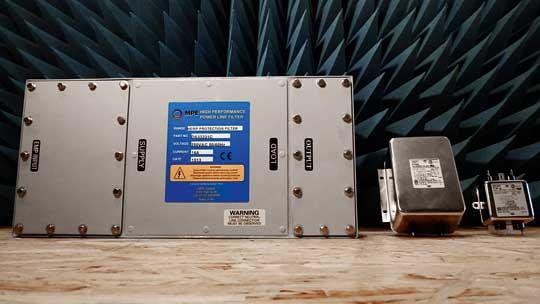 Porównanie wielkości filtrów stosowanych wzabezpieczeniu obwodów zasilania 230 V AC przed HEMP izakłóceniami przemysłowymi.