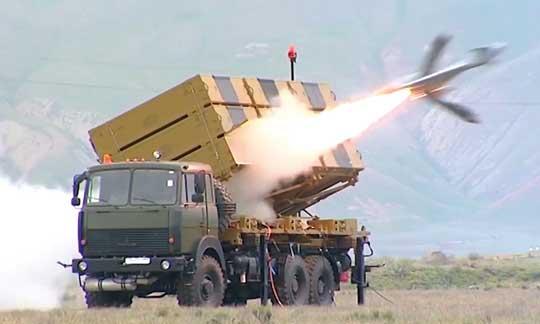 Odpalenie BBSP Harop. Jest on wyrzucany z kontenera startowego za pomocą przyspieszacza rakietowego, potem uruchamia się silnik ze śmigłem pchającym.