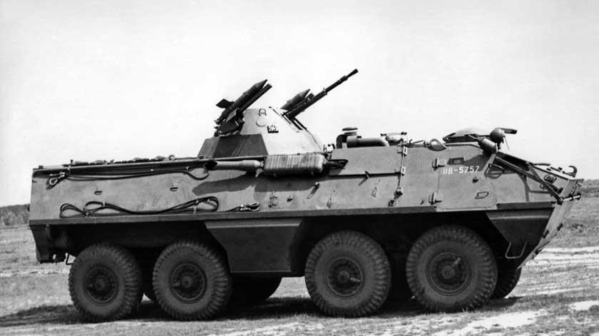 Kołowy transporter opancerzony SKOT-2AP zzamontowanymi na wieży dwoma wyrzutniami przeciwpancernych pocisków kierowanych Malutka-M.