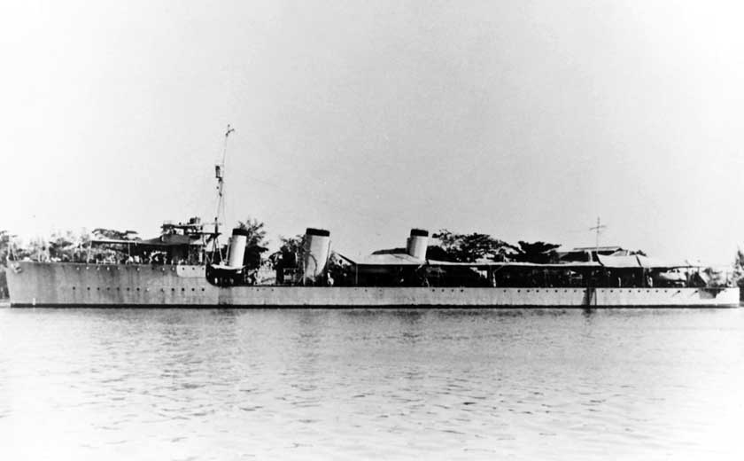 Tajlandzki niszczyciel Phra Ruang, zdjęcie wykonano w 1955 r. Był okrętem typu R, który walczył w I wojnie światowej w służbie Royal Navy, zanim został sprzedany Królewskiej Marynarce Wojennej Tajlandii w 1920 r.