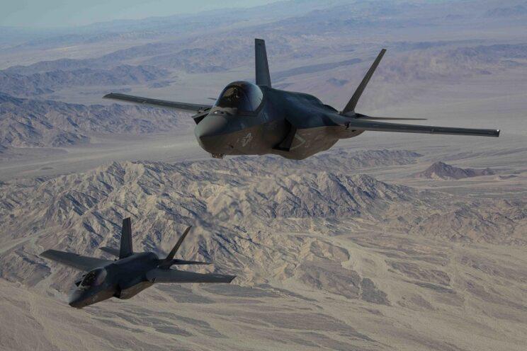 Para F-35C z dywizjonu VMFA-314 w drodze na lotnisko centrum szkolenia piechoty morskiej MCAGCC; 3 grudnia 2020 r. Fot. USMC