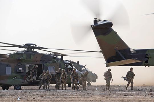 """Głównym zadaniem obecnie użytkowanych wramach operacji """"Barkhane"""" maszyn Caïman jest transport żołnierzy."""