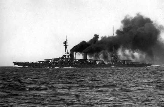 Hyūga w grudniu 1917 r., jeszcze przed wejściem do służby osiąga prędkość 24 w., co jak na te czasy czyniło go jednym z najszybszych pancerników naświecie.