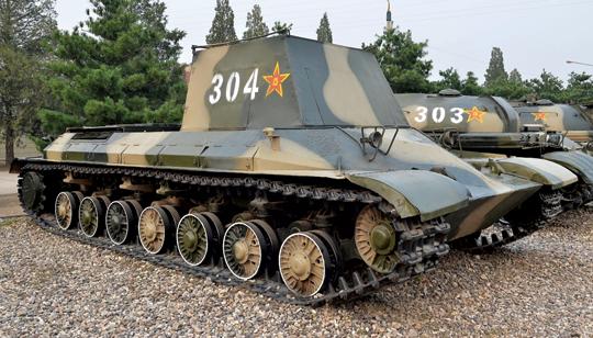 """Jedyny zachowany prototyp czołgu ciężkiego """"111""""."""