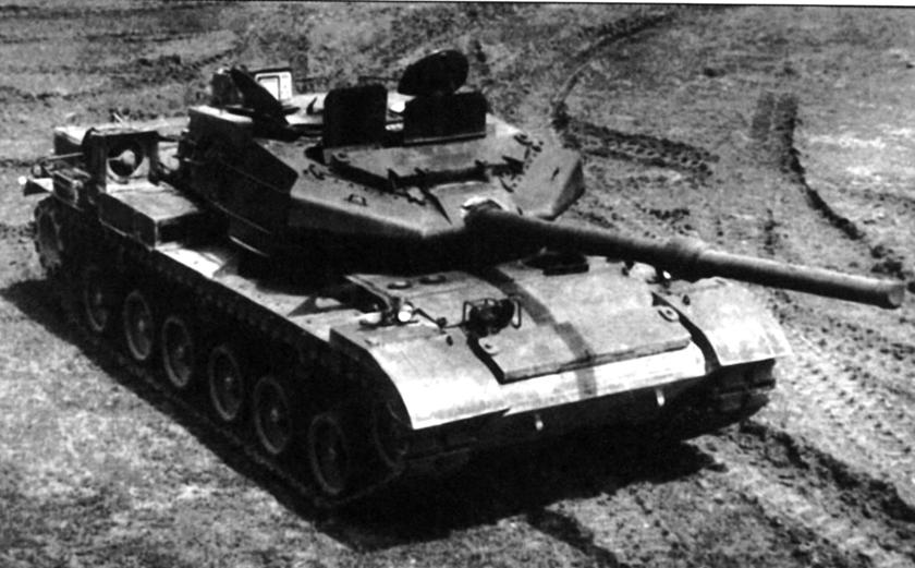 """Prototyp """"1224"""" z makietą wieży i uzbrojenia."""
