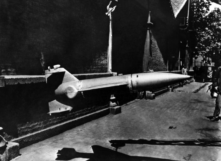 Kierowana programowo rakieta F-25 Feuerlilie chwilę pozdobyciu przez wojska amerykańskie w1945r. wBad Harzburg.