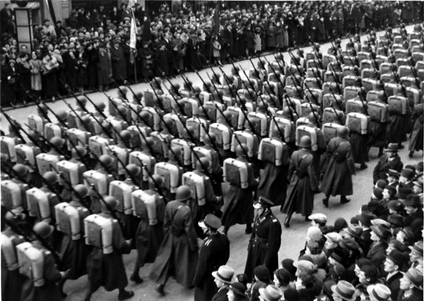 """W styczniu 1937 r. Sztab Główny przedstawił referat pt. """"Rozbudowa piechoty"""" będącym punktem wyjścia do dyskusji nad zmianami jakie czekały piechotę WP."""
