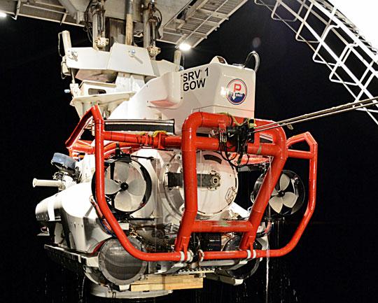 SRV1 Nemo systemu NSRS podczas nocnej operacji podnoszenia zwody. Firma JFD jest odpowiedzialna za jego utrzymanie wruchu. Otym, że zadanie realizuje profesjonalnie, świadczy przedłużenie kontraktu zMinisterstwem Obrony Wielkiej Brytanii.