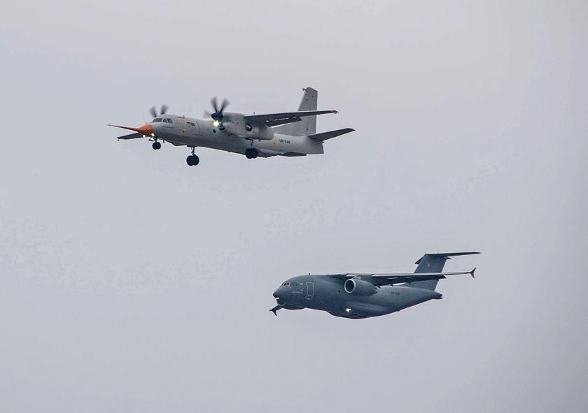 Porównanie sylwetek samolotów An-132D i An-178 pokazuje, że choć obydwie maszyny oblatano w tym samym czasie i są zbliżonej wielkości, to konstrukcyjnie dzielą je dekady.