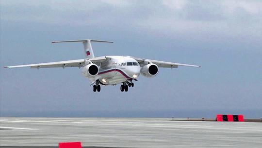 Listopad 2018r., An-148-100W wbarwach SLO Rossija ląduje na nowym pasie startowym odługości 3450 m wzmodernizowanej irozbudowanej bazie lotniczej Bielbiek na Krymie.