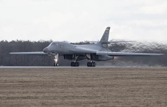 Po raz pierwszy B-1B wylądował wPolsce na tzw. gorące tankowanie, które zostało przeprowadzone pierwszy raz wEuropie. To pokazuje zgranie wojsk Polski iUSA, które wspólnie strzegą stabilności iwolności wregionie.