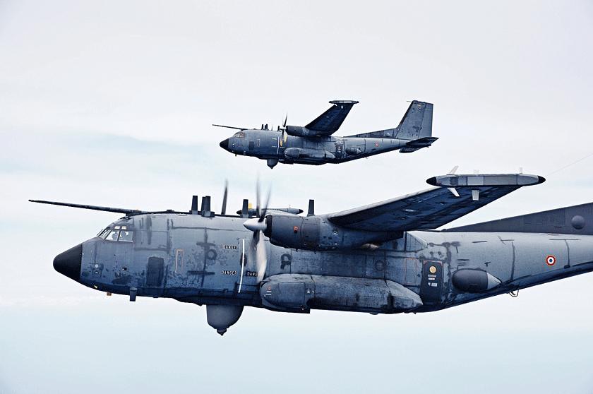 Dwa samoloty C160G Gabriel zjednostki EEA 1/54 Dunkerque – F216 iF221. Najbardziej znane ijedno znielicznych zdjęć ukazujących obydwa samoloty wlocie. Samoloty na fotografii nie mają oznaczeń taktycznych.
