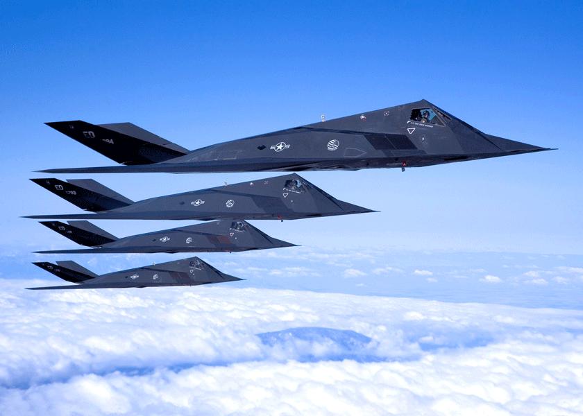 Cztery F-117A z dywizjonu testowego 410th FLTS: 81-10784 (egzemplarz testowy FSD-5), 81-10783 (FSD-4), 84-0811 i 85-0831.