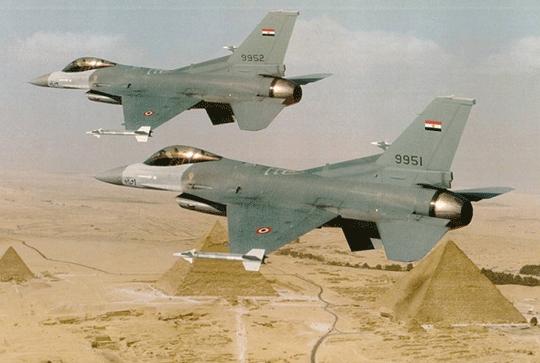 """samoloty wielozadaniowe F-16C Block 40, to najliczniejsze spośród wszystkich """"szesnastek"""" używanych przez Egipt. Oryginalnie w ramach Block 40 dostarczono 138 F-16, w tym 102 F-16C i 36 F-16D."""