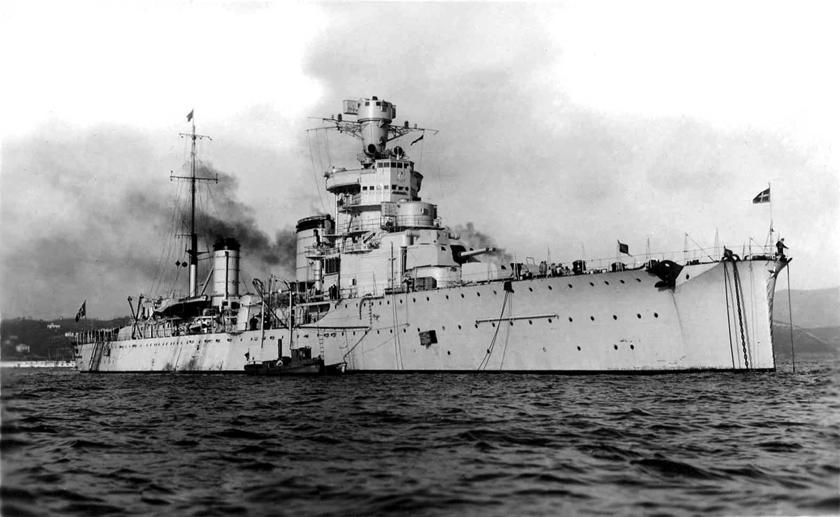 Włoski krążownik lekki Giovanni delle Bande Nere, okręt flagowy kadm. Ferdinando Casardiego w bitwie u przylądka Spada.